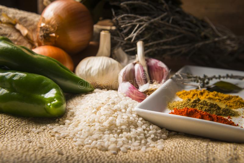 做米的成份炖与菜和香料 库存照片