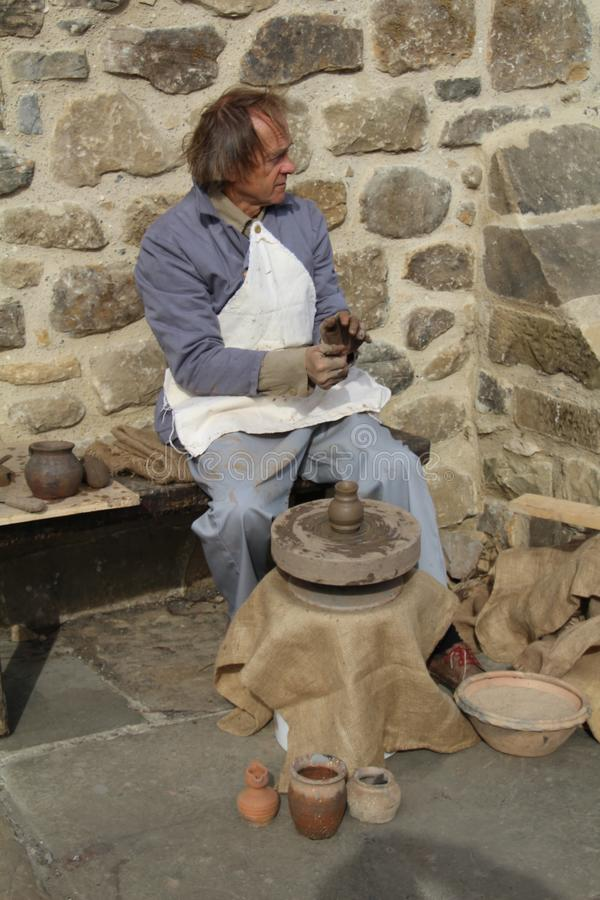 做罐陶瓷工 库存照片