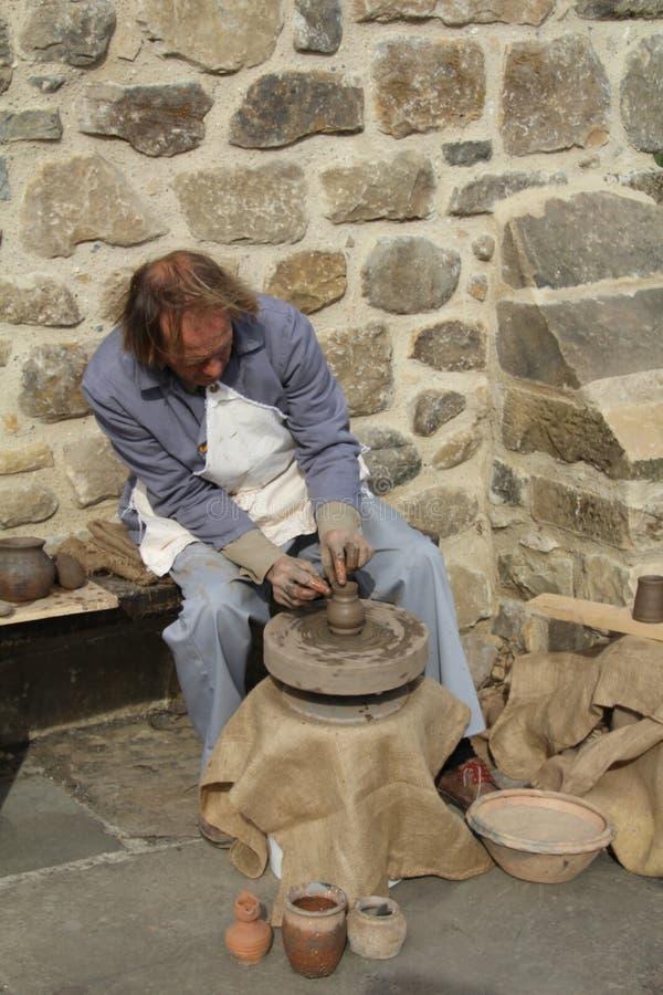 做罐陶瓷工 免版税库存照片