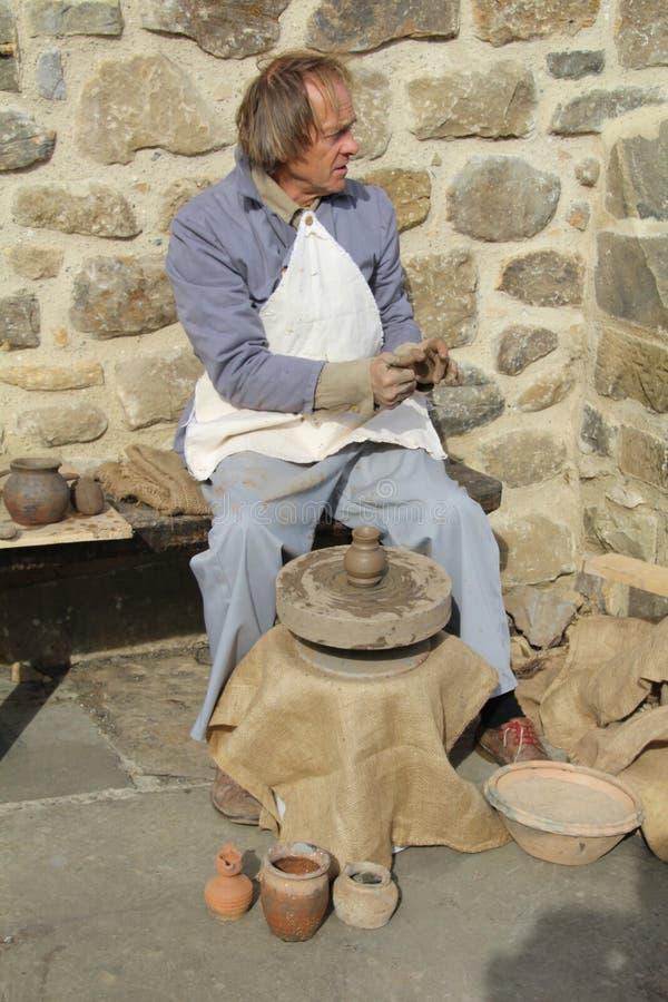 做罐陶瓷工 库存图片