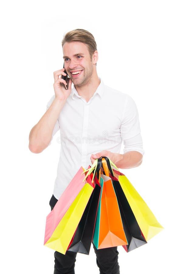 做网上购物的激动的年轻人 网络星期一和黑星期五概念 在商城的大销售 正人 库存图片