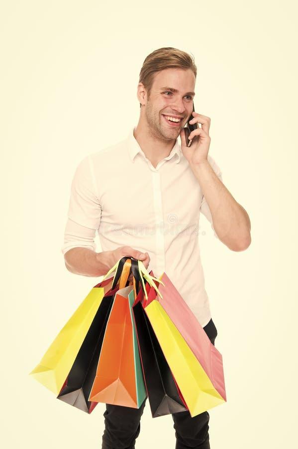 做网络购物的激动的年轻人 网络和星期一黑星期五概念 大销售在购物中心 ?? 免版税库存图片