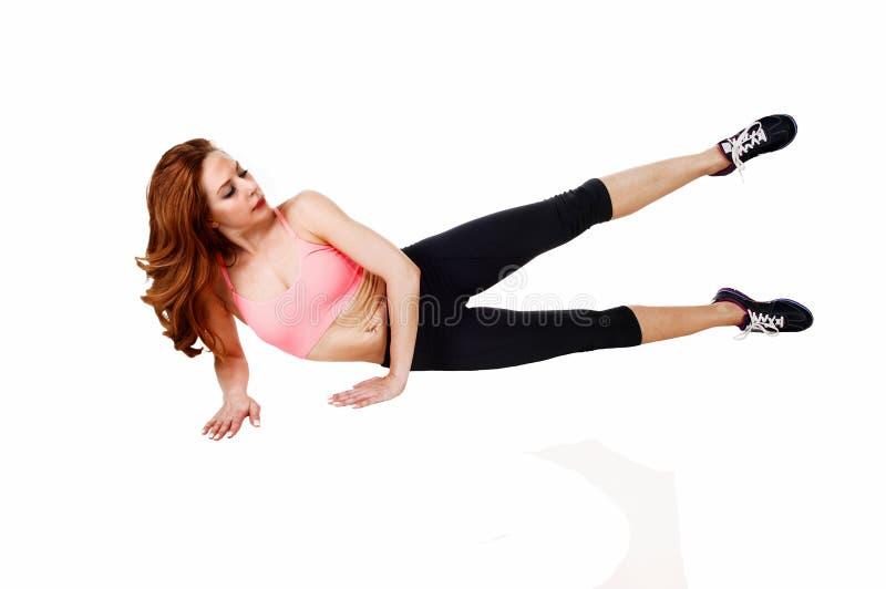 做腿锻炼的妇女 免版税库存图片