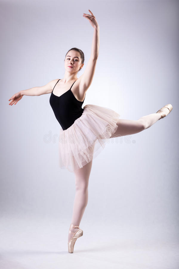做蔓藤花纹的芭蕾舞女演员 库存图片