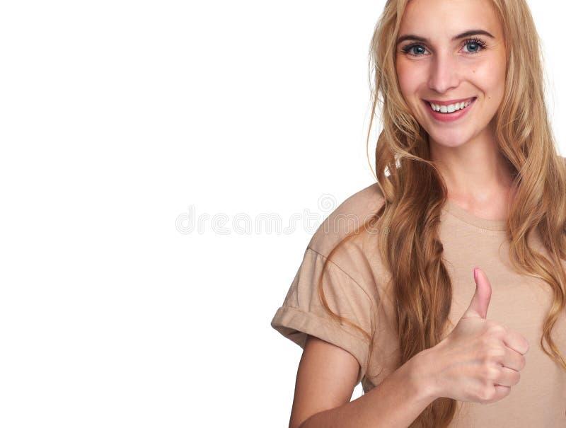 做赞许标志的白种人女孩 免版税库存图片