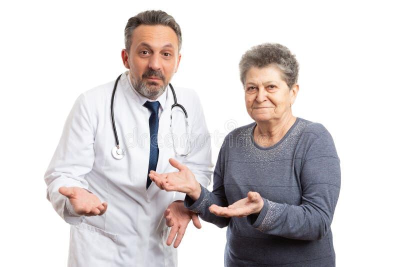 做迷茫的姿态的医生和患者 免版税库存照片