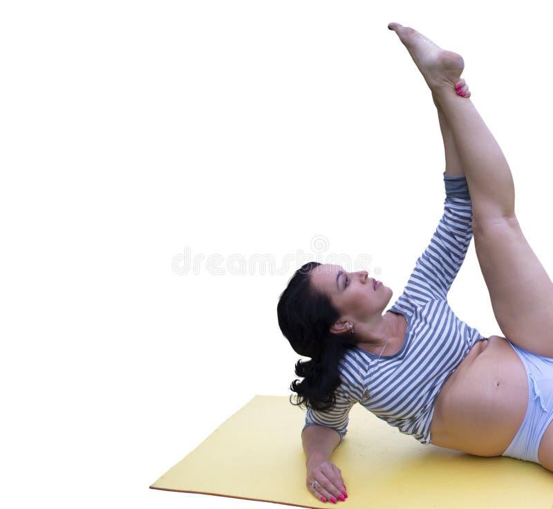 做锻炼的美丽的怀孕的深色的健身老师 库存照片