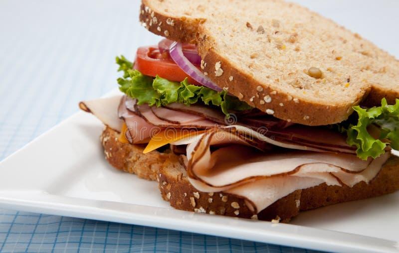 做面包的粮谷全部三明治的火鸡 免版税图库摄影