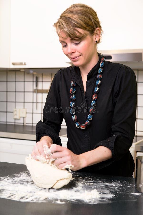 做面包 免版税库存图片
