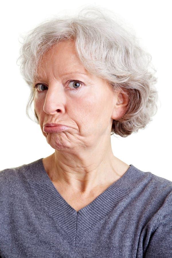 做鬼脸的高级妇女 免版税库存照片