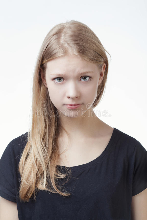 做鬼脸美丽的青少年的女孩 免版税图库摄影