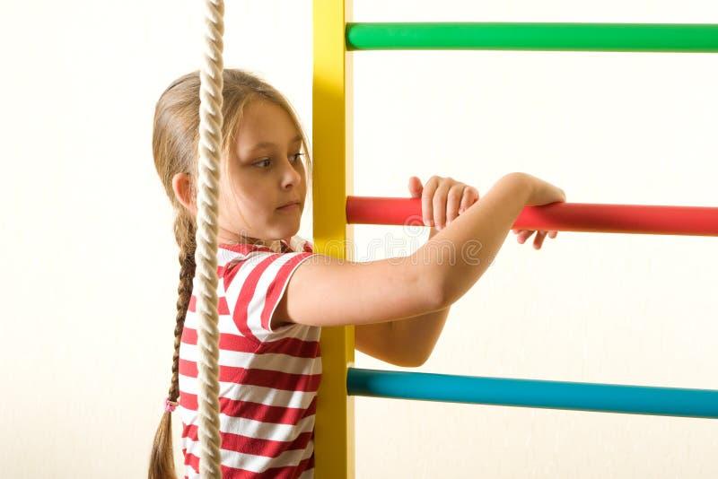 做锻炼的孩子 免版税图库摄影