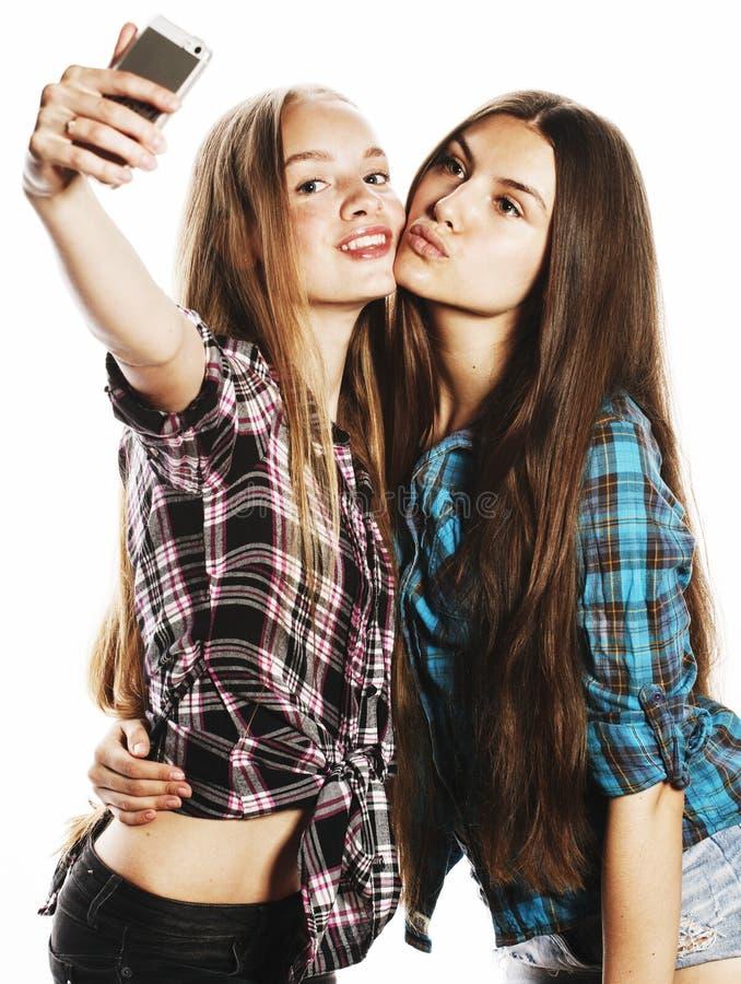 做selfie的逗人喜爱的十几岁的女孩被隔绝 库存照片