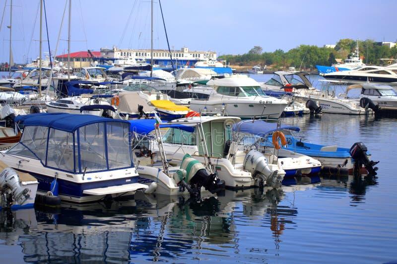 停住的游艇早晨视图 免版税库存照片