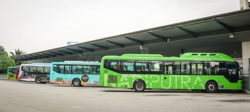 停放在驻地的公共汽车在布城,马来西亚 库存照片