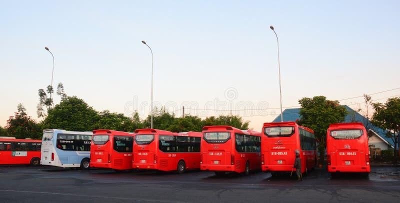 停放在驻地的许多公共汽车在大叻,越南 免版税库存照片