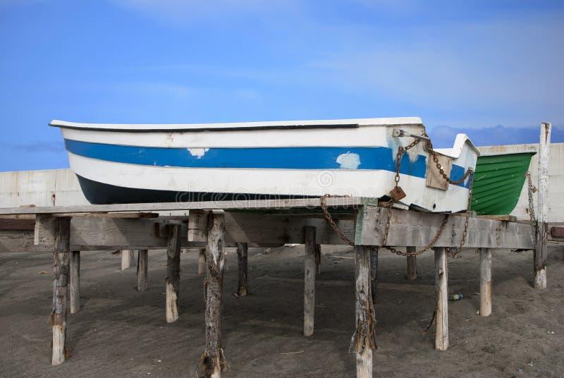 停放的小船 免版税库存照片