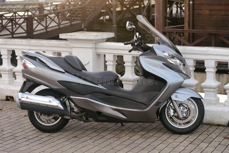 停放的摩托车滑行车的看法 免版税库存图片