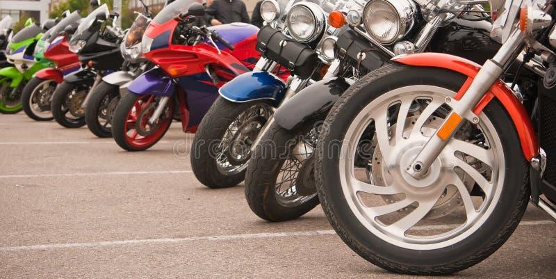 停放行的摩托车 免版税库存照片