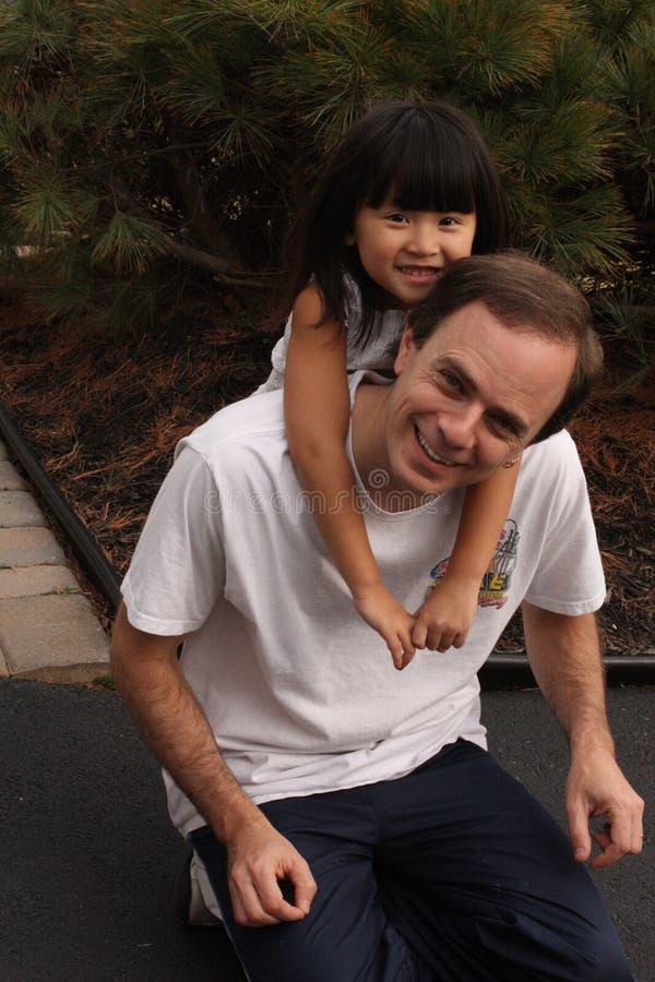停止少许s的亚洲人回到爸爸女孩 库存图片