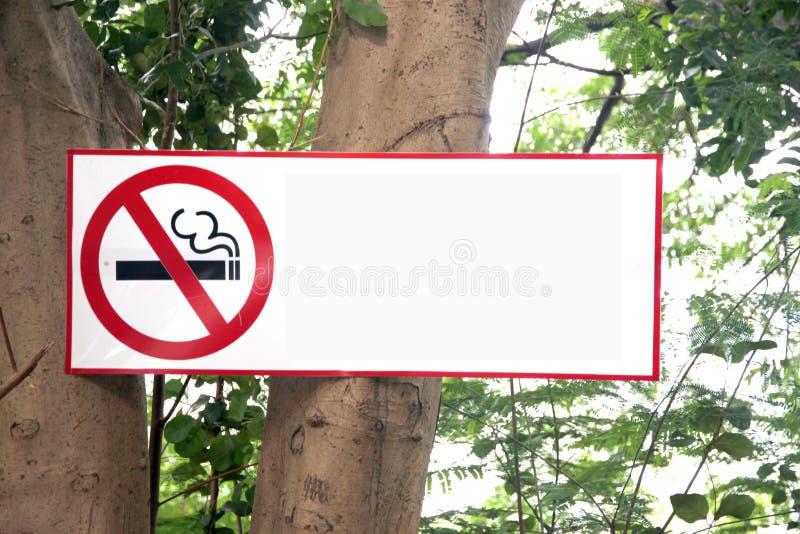 停止标签抽烟。 免版税库存照片