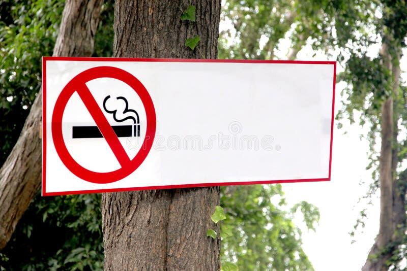 停止标签抽烟。 免版税图库摄影