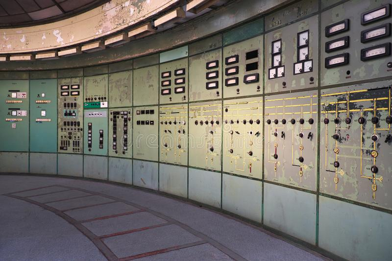 停止活动的发电站的控制室 免版税库存照片
