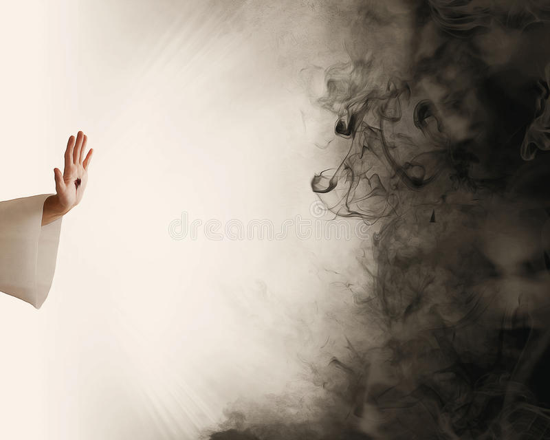 停止黑暗的耶稣的手 库存图片