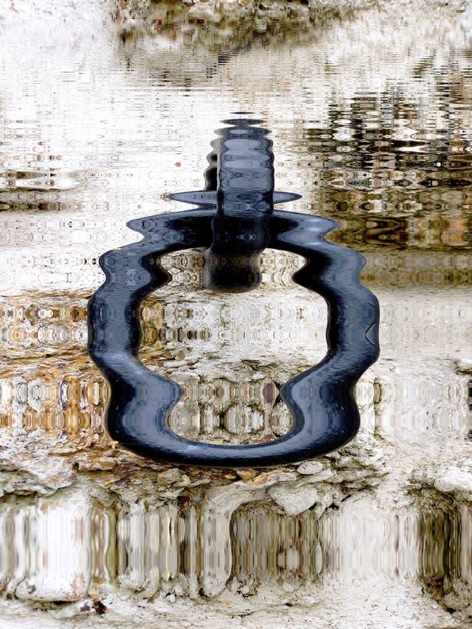 停泊反射在水中的圆环 库存照片