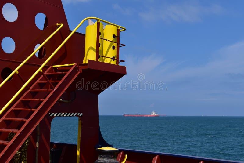 停泊控制站和一只货船在距离 免版税库存照片