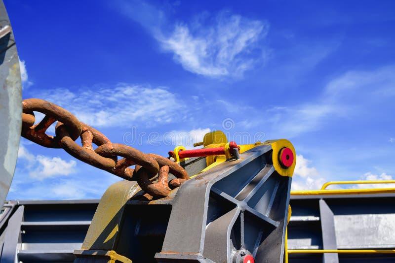 停泊绞盘,今后停泊绞盘少女绳索船锚在船 免版税库存图片