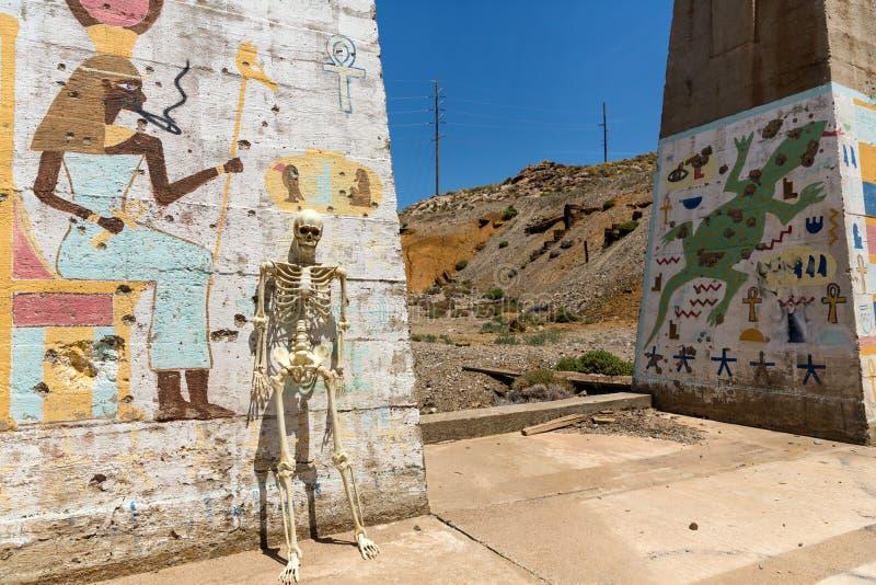 停留在路德维希矿内华达废墟的骨骼 免版税库存照片