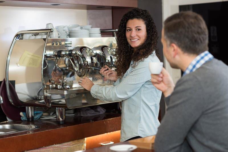 停留杯子咖啡的 免版税库存图片