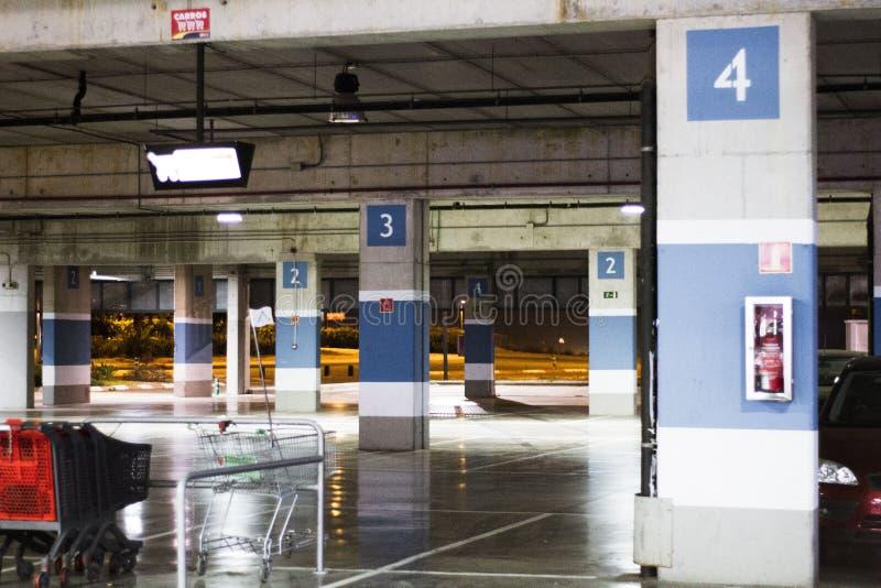 停车位购物中心 免版税库存照片
