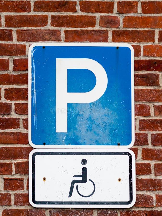 停车处标志的特写镜头功能失效人的 免版税库存图片