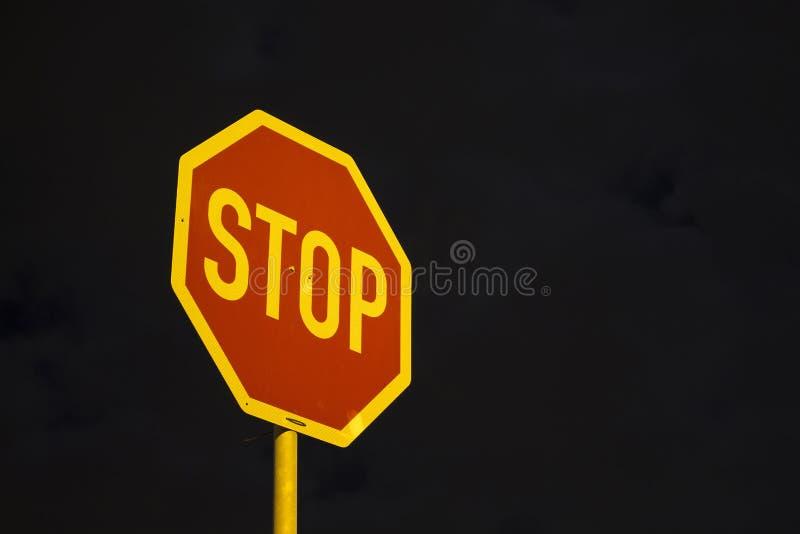 停车牌有天空背景 图库摄影