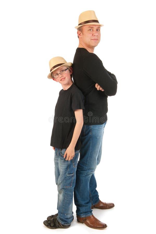 健壮父亲的儿子 免版税库存图片