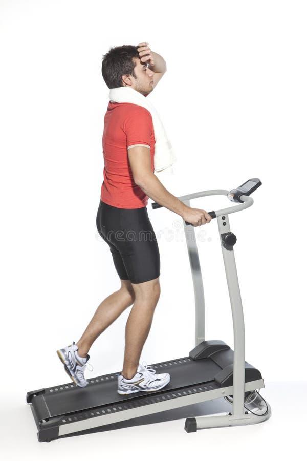 健康人踏车锻炼年轻人 免版税图库摄影