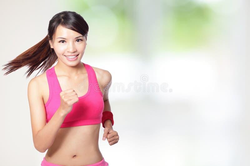 健康体育运动女孩运行中 免版税库存图片