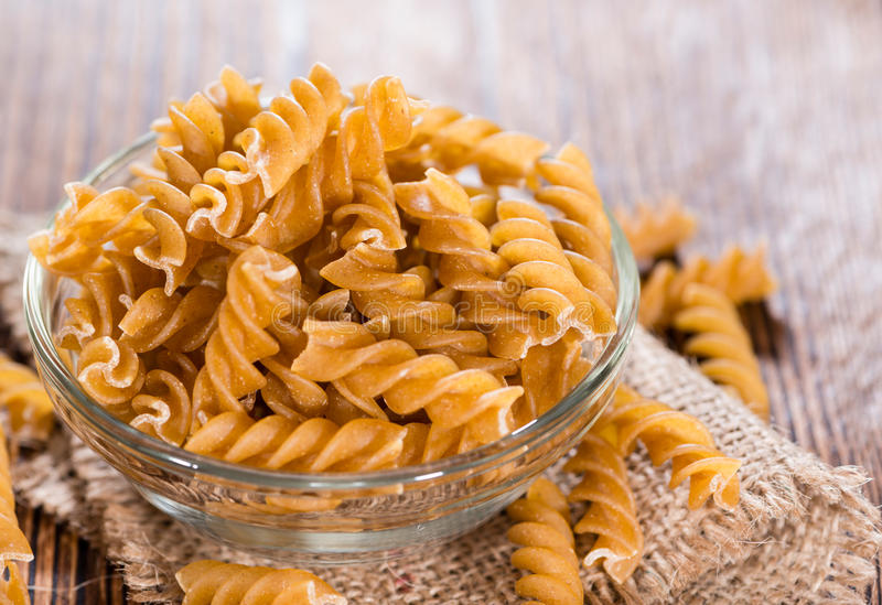 健康全麦的Fussili 库存图片