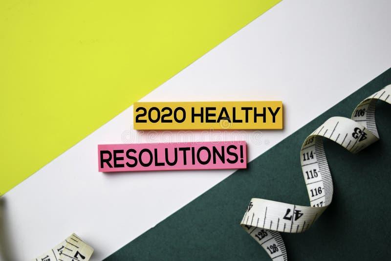 2020健康决议!在稠粘的笔记的文本与办公桌概念 库存照片