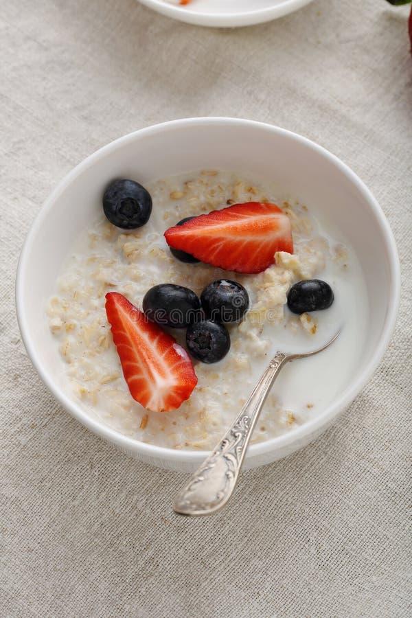健康和饮食的谷物porrige 免版税库存图片