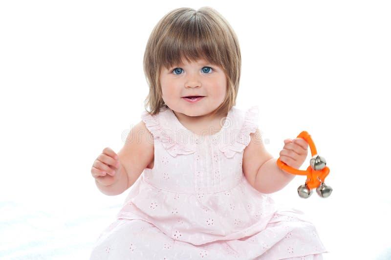 健康女婴坐楼层 免版税库存照片
