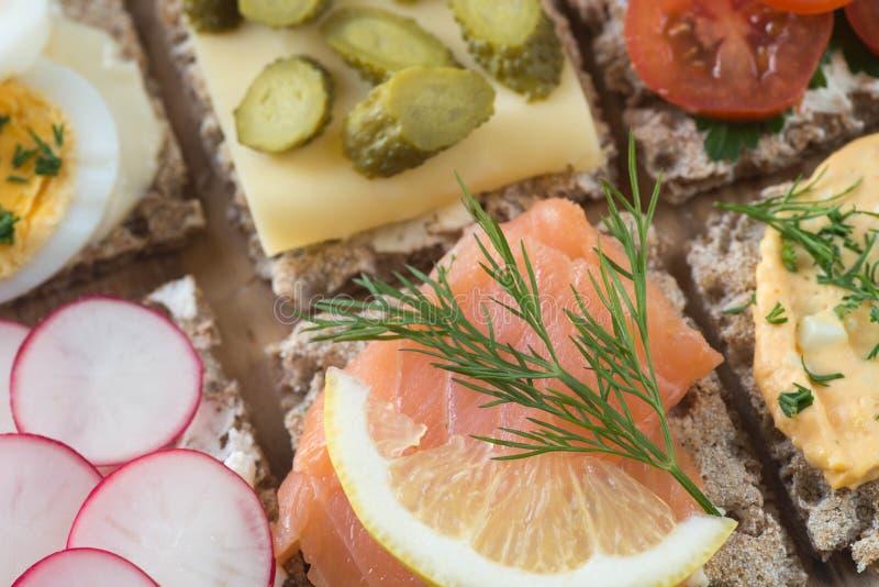 健康小单片三明治乳酪选择聚焦宏指令 免版税库存图片