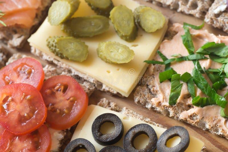 健康小单片三明治乳酪选择聚焦宏指令 免版税库存照片