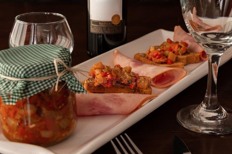 健康晚餐用酒和果酱 库存图片