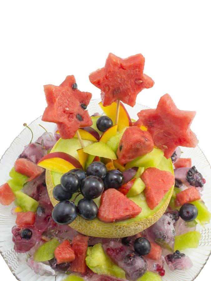 健康有吸引力的水果沙拉在gla的一个新鲜的瓜服务 图库摄影