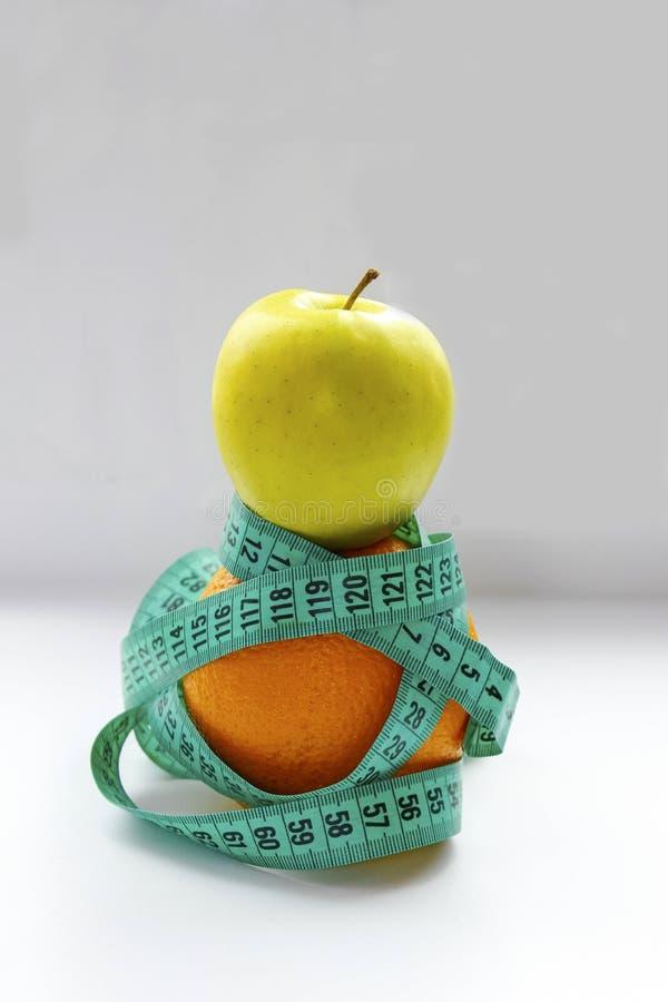 健康生活方式概念和减肥,饮食和健身 免版税库存照片