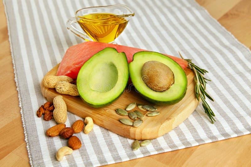 健康的油脂 在表上的新鲜的有机食品 免版税图库摄影