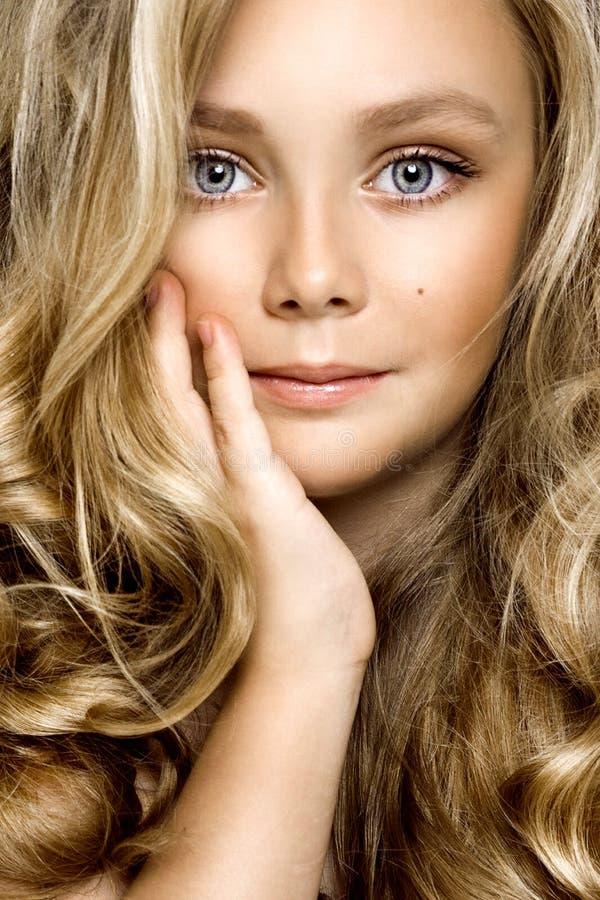 健康皮肤年轻白肤金发的女孩白色皮肤没有构成秀丽女性式样特写镜头- Obraz 库存图片